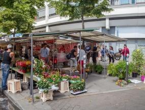 Le marché, rue saint-Charles